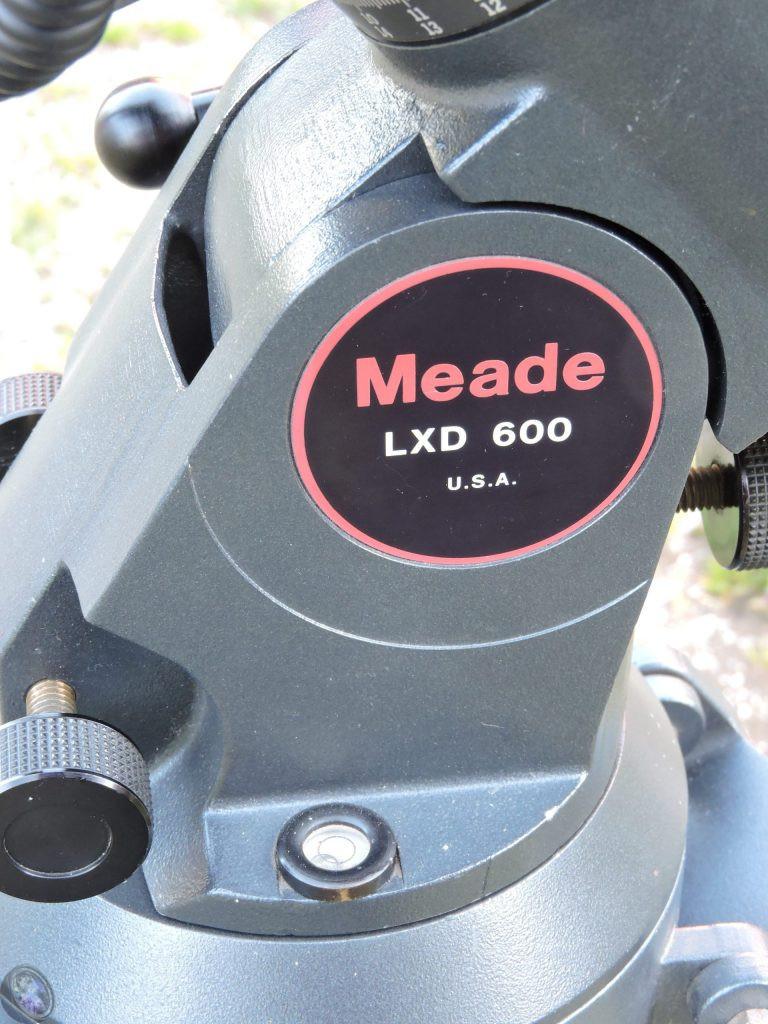 Libelle an der Grundplatte der LXD600